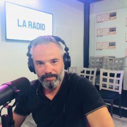 INTERVIEW de Eric Larroutis, de la Carrosserie Cléris &agrave Billère, dans les studios de Radio Ins